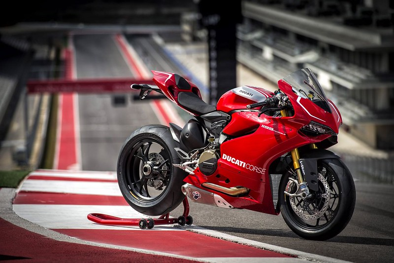 2013-ducati-1199-panigale-r-official-pictures-photo-gallery_21