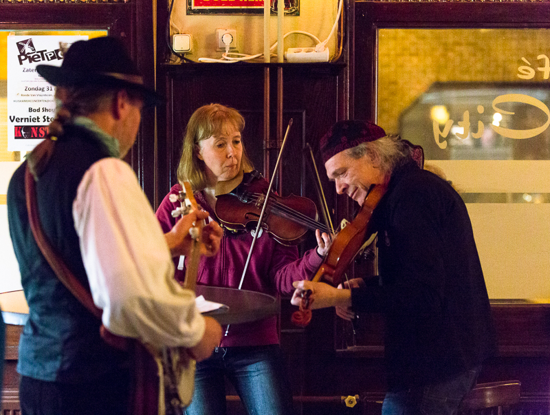 Fiddler and the Banjoman & Medra in café Hoek-City in Essen