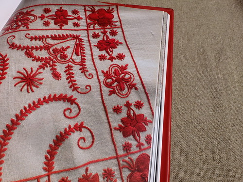 Guimarães embroidery in red