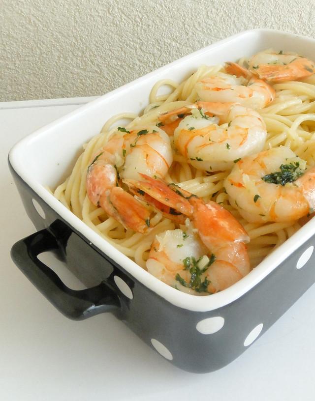 Chicho's Kitchen: Garlic Cilantro Shrimp Pasta