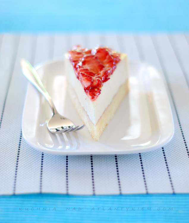 vanilla and strawberry cheesecake