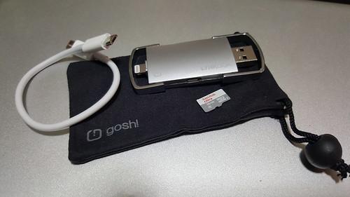 ของที่มาในกล่องก็มีตัว LynkDisk, MicroSD card 16GB, สาย Micro USB และ ถุงใส่