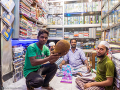 Shop keepers show jackfruit they are planning to e…