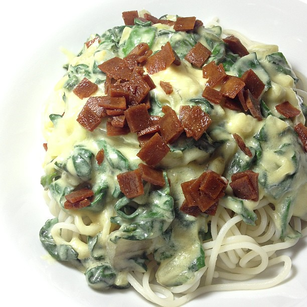 Dinner: Quinoa Pasta w. Swiss Chard Almond Cream Sauce and Seitan Bacon #vegan