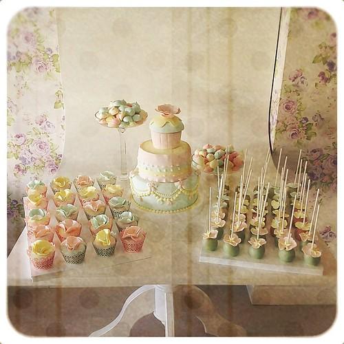 Daha önce büfe görüntüsünü yayınladığım Masal'in 2. Yas gunü pasta, cupcake, cakepops ve bezeleri... İyi ki doğmuş... #vintage #vintagestyle #vintagebirthday #candybuffet #desserttable #mereng #cupcake #birthdaycake #cakepops #burcinbirdane