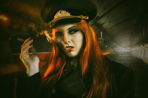[フリー画像素材] 人物, 女性, 煙草・タバコ, 帽子, ロシア人 ID:201303212200