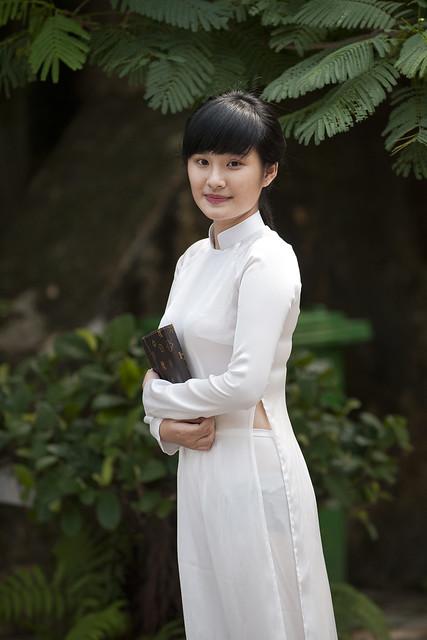 V001 Vietnamese girl in Ao Dai - Hanoi