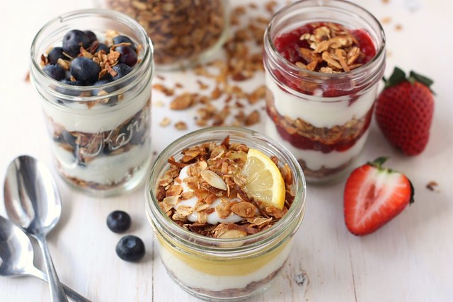 Easy Granola Yogurt Parfaits