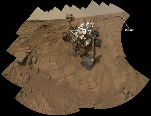 Rock Target 'Knorr' Near Curiosity in Rover's Self-Portrait