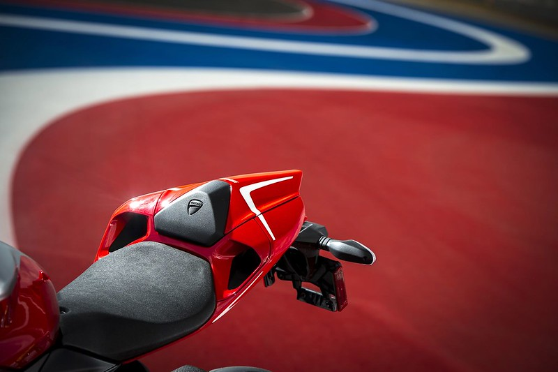 2013-ducati-1199-panigale-r-official-pictures-photo-gallery_16