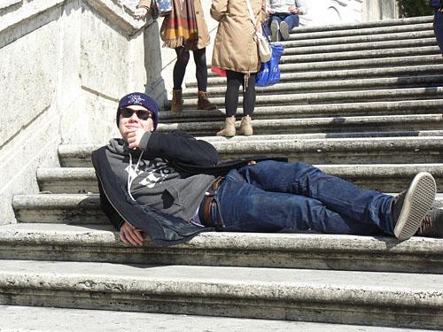 paul dans l'escalier.jpg