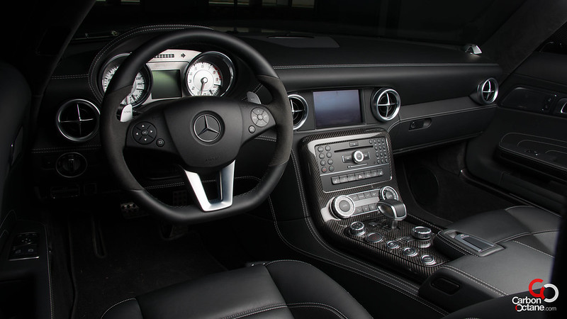 2013_Mercedes_SLS-Roadster-interior.jpg