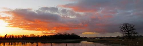 trees sunset sky cloud pits silhouette bedford sundown scenic bedfordshire felton broom workings gravelpits lumen robertfelton