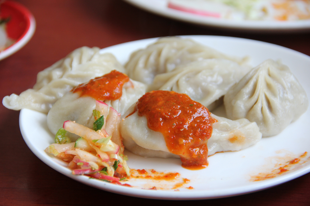 Fresh plate of chicken momos