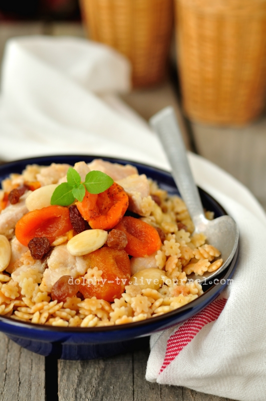 Chicken with Dried Fruit and Nuts on Pasta / Баллы махмудие