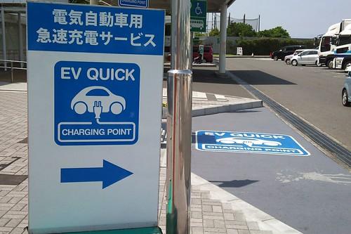 東名高速(下り)海老名SAの急速充電器