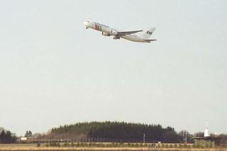 SAS B-767 Leaving Copenhagen, 1997