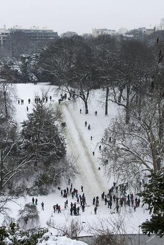 Les buttes chaumont sous la neige