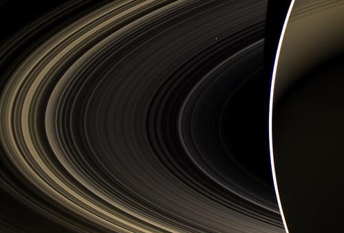 Venere tra gli anelli di Saturno by Cassini