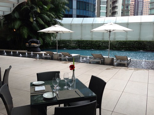 Poolside dining, anyone?