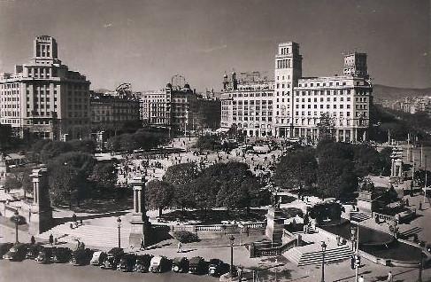 plaza de Cataluña Campaña Puig Ferrán, hacia 1952. by Octavi Centelles