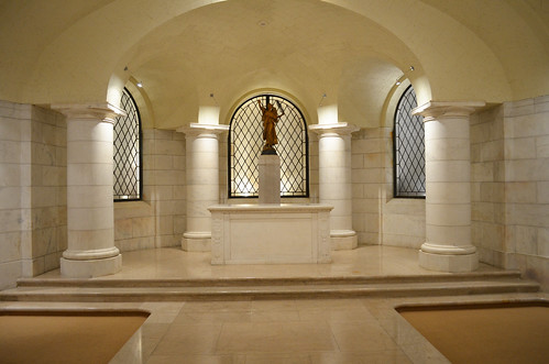Standing in E entrance and looking across chapel - Memorial Amphitheater - Arlington National Cemetery - 2013-03-15