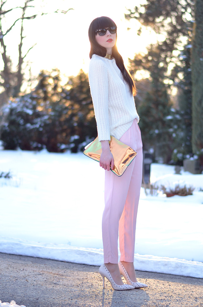 Pink pants white jumper metallic clutch outfit sunset 10