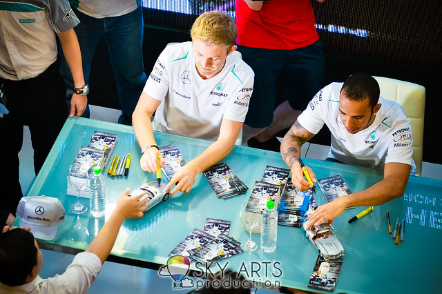 Nico Rosberg Lewis Hamilton PETRONAS KLCC Meet and Greet #PMGP2013