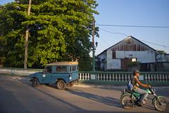 Vista a la antigua Colchonera, o Fábrica de colchones, desde el Puente de la Cruz, reparto Capiro, Santa Clara, provincia Villa Clara, Cuba 2013