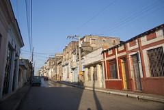 Casas viejas en la calle Independencia, reparto Centro, Santa Clara, provincia Villa Clara, Cuba 2013