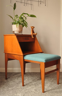 'Chippy' telephone seat and table