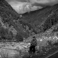 Guarding the mountains #bw #b&w #black #pakistan #naran #mountains #cloud #travel