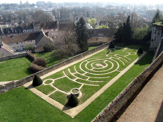 Labyrinth garden of Jardin de l'Évêché