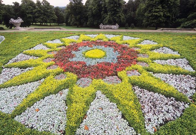 Waddesdon manor gardens buckinghamshire gb carpet for Planting schemes for small gardens