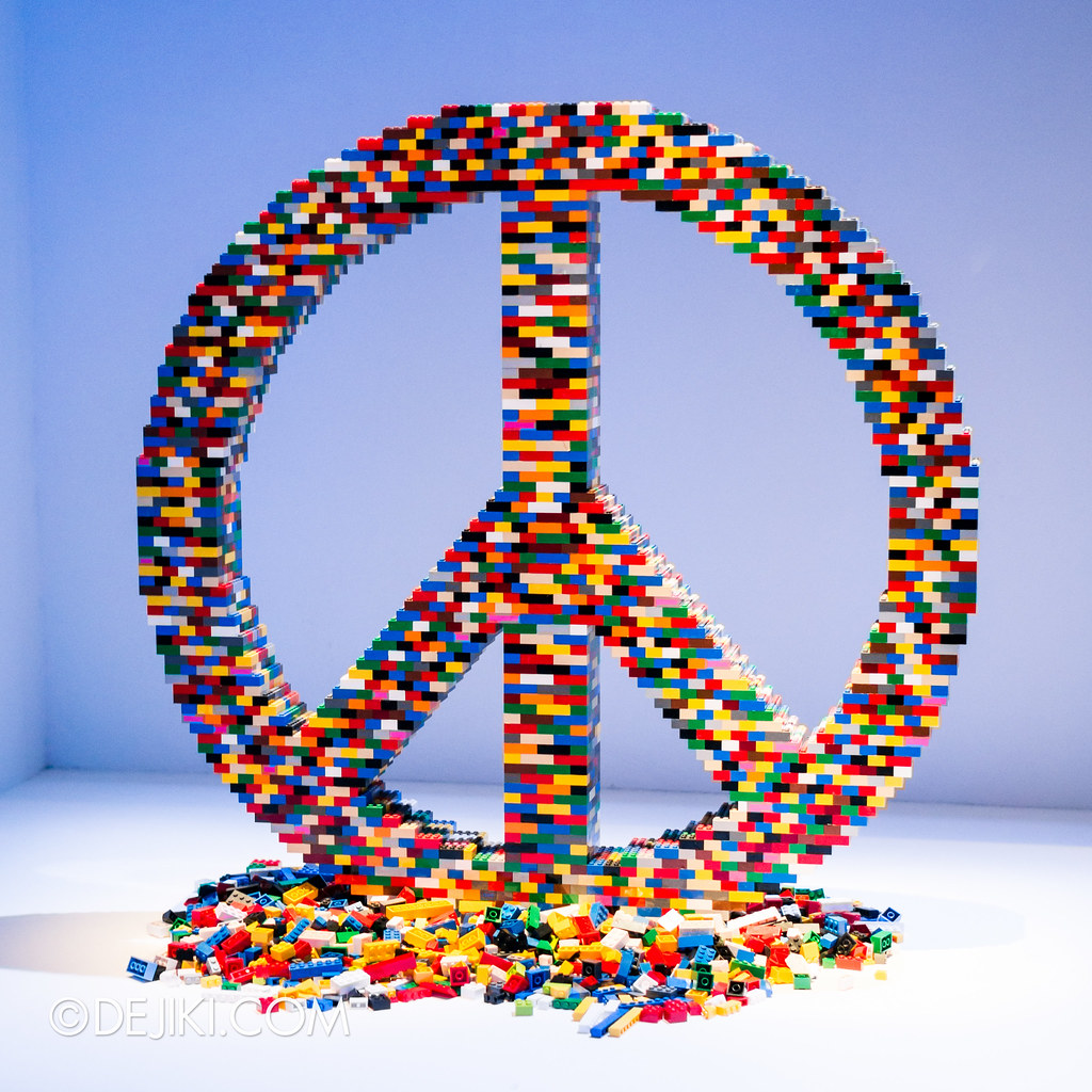 Art of the Brick - Peace