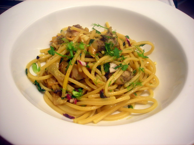 Spaghetti with Manila clams, fennel and saffron