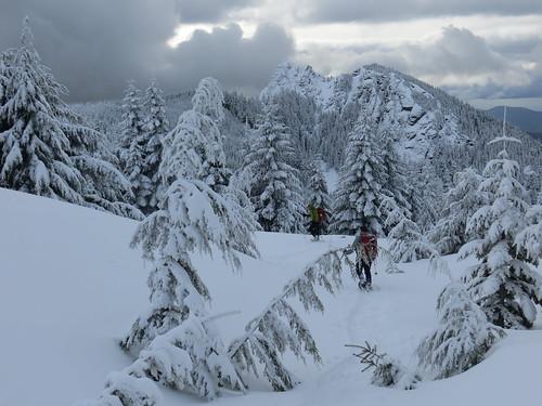washington cascades snowshoeing mtsi