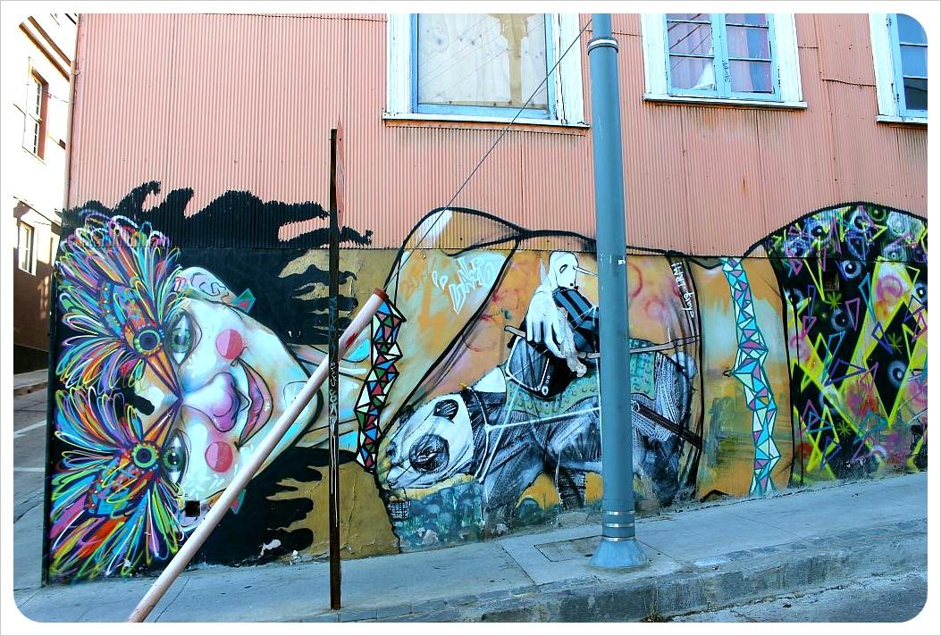 valparaiso street art house