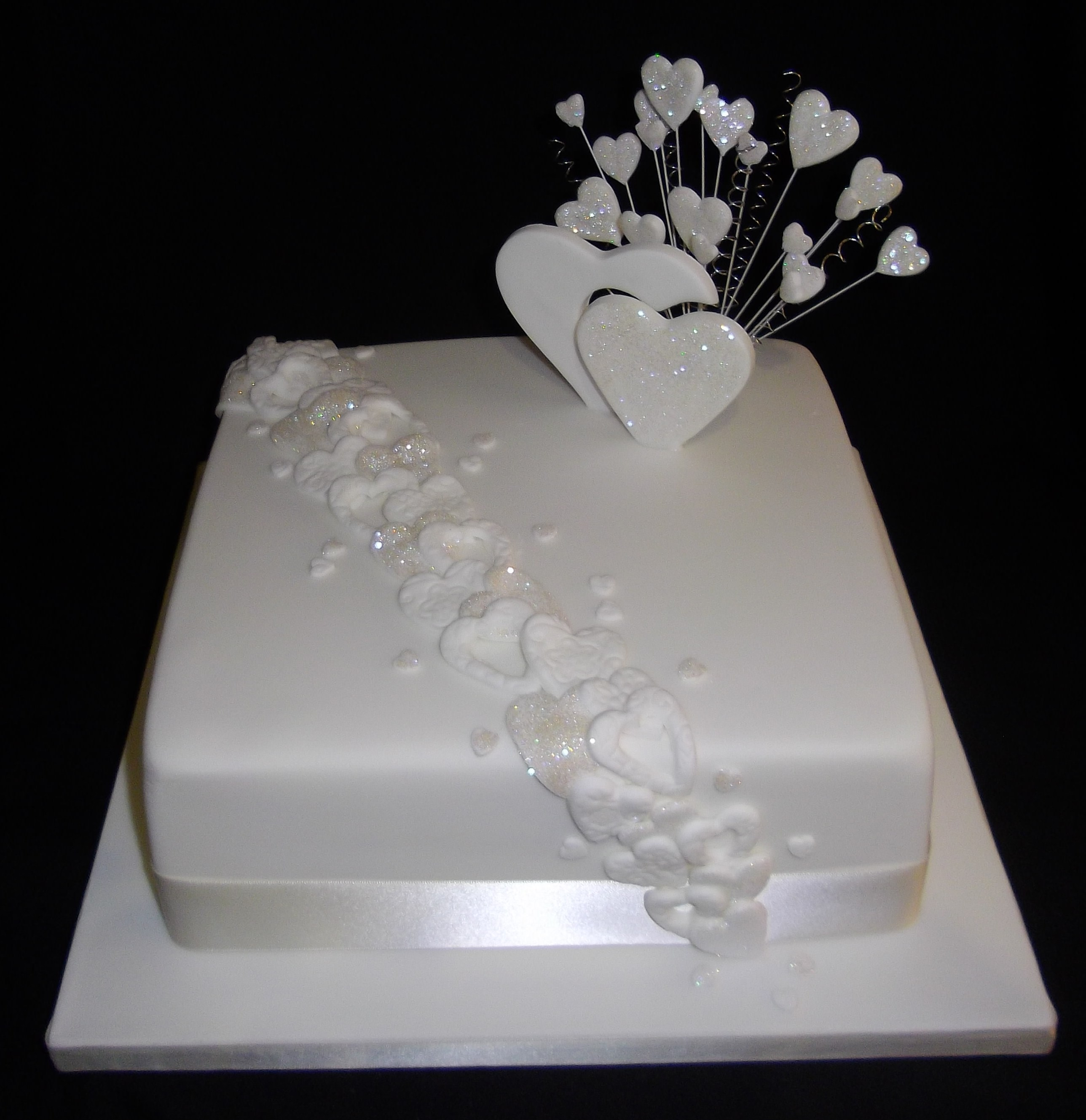 Simple e Tier White Wedding Cake & Becuo