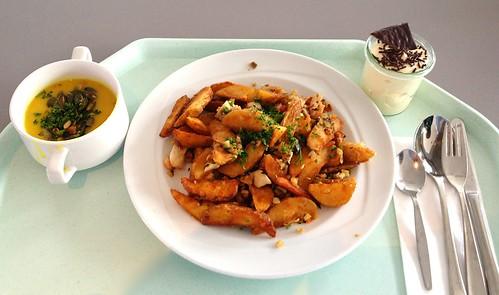 Kürbissuppe & Kartoffel-Gemüsepfanne mit Meeresfrüchten / Pumpkin soup & potato vegetable fry with seafood
