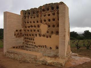 Image of Columbari medieval. barcelona españa spain medieval adobe palomar penedès colomar испания destrucció larboçar disbarat aberració ipa2529 bestiessa wlmipa2529