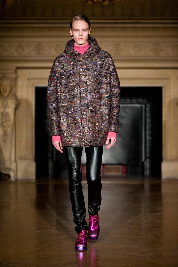 Bart Grein3108_FW13 Paris Walter Van Beirendonck(fashionising.com)