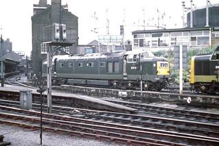 Deltic lookalike 'DP2' at Kings X - August 1965