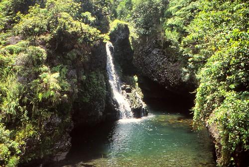 IMG_00831_Waterfall_on_Maui