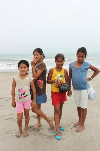girls friends portrait costa beach latinamerica southamerica canon eos coast ecuador friendship playa niñas amistad pedernales sudamérica manabí latinoamérica cañaveral canoneost1i t1i