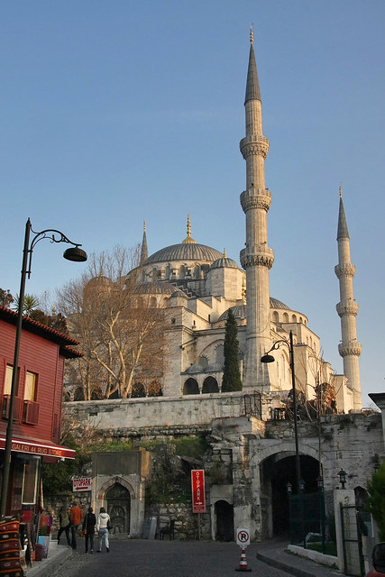 Blue Mosque and blue sky in the morning, Istanbul, Turkey イスタンブール、朝のブルーモスクと青空