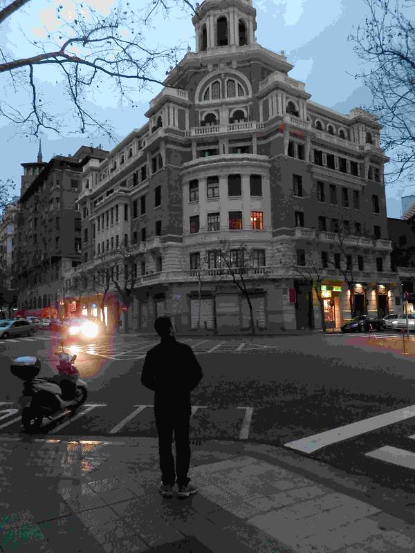 Mirando el building