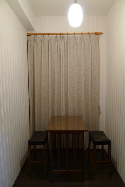 雙人房裡還有這麼一組桌椅