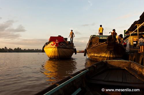 Mercado flotante en el Delta del Mekong