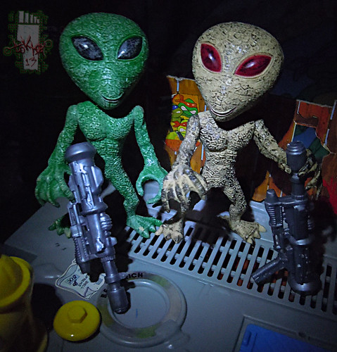 "DOLLAR TREE :: ""ALIEN"" ACTION FIGURE; Green & Tan i (( 2012 ))"